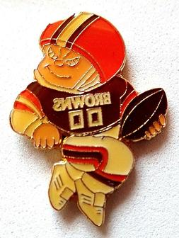 """""""BAKER MAYFIELD"""" DOG POUND Cleveland Browns Q BACK lapel pin"""
